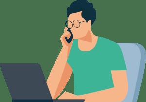 Soforthilfe Mann Brille am Rechner im Home Office